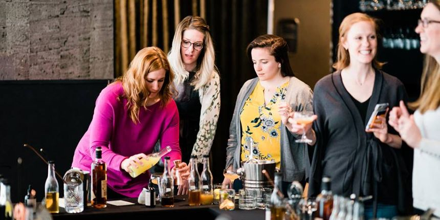 hen party cocktail making class London